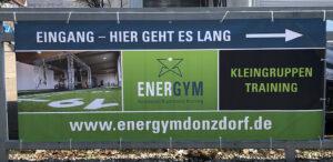 ENERGYM-Outdoor-Banner-Einfahrt